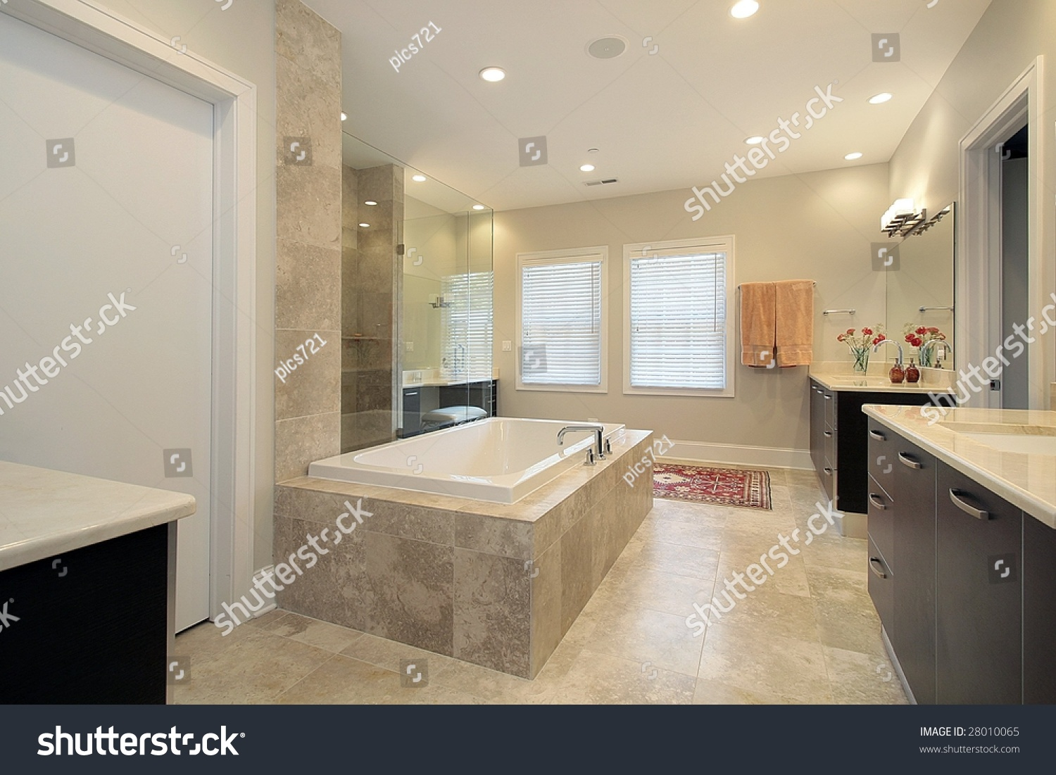 stock-photo-master-bath-in-new-construction-home-28010065